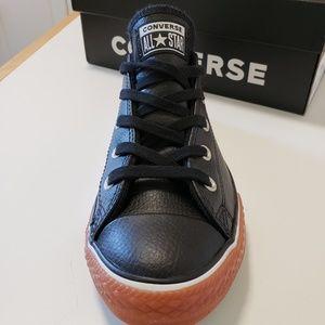 Converse Shoes - CONVERSE 😊CHUCK TAYLOR ALL STAR  SZ 4 BOYS